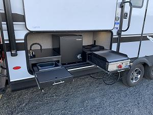 Jay Feather 24bh Outdoor Kitchen Mod No More Capital Grille Jayco Rv Owners Forum