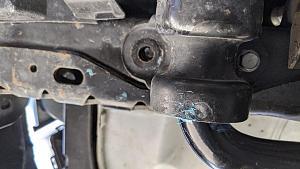 broken bolt in sway bar.jpeg