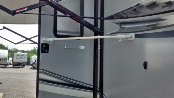 door brace 1(800x449)