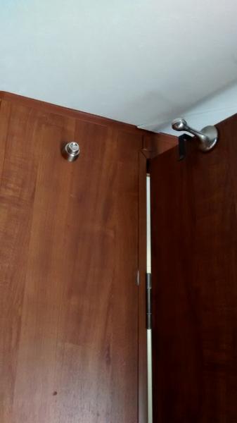 bathroom door magnetic door stop (449x800)