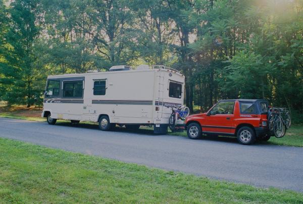 1991 Fleetwood Flair 26R, 460 Ford powered with 1995 Geo Tracker toad. Ready to roll with 20 tires checked and aired!