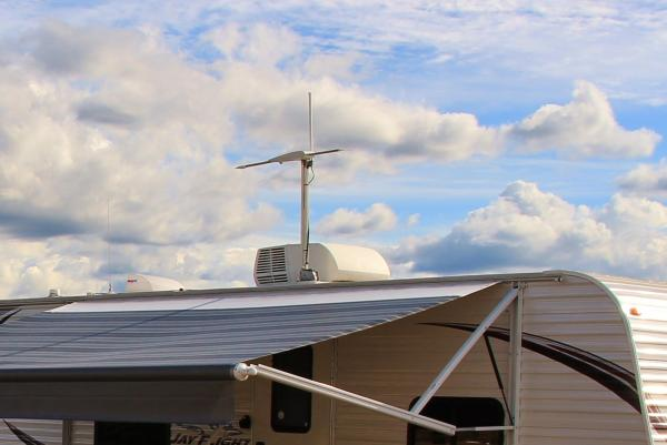 The Jefa Tech antenna raises and lowers with the travel trailers crank up antenna