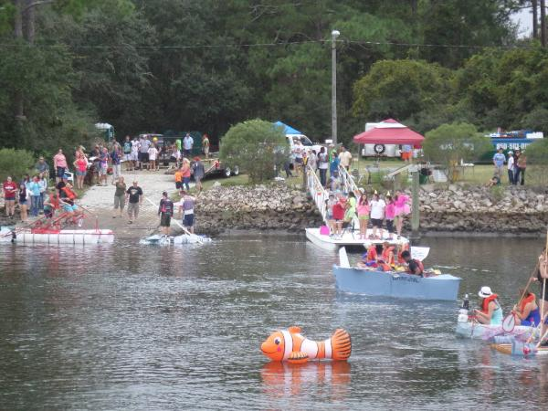 """What ever floats your boat"" races.   Oct.15, Florida State Marine Biology Lab.  16 entrants, 3 heats.  Most floated and more than 1/2 finished."