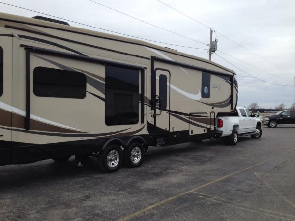 Picking up our new 5th wheel from Yougblood RV in Cape G, MO
