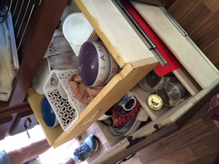 Large drawer with out inner drawer for dishes.