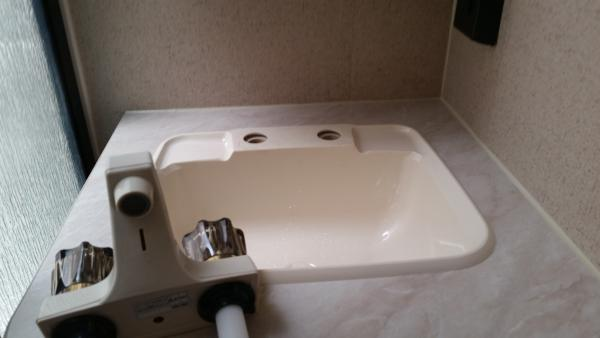 Sink w faucet removed