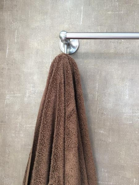 Towel bar also has hooks, comes in handy.