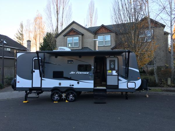Awesome The Jayco Jayflight Travel Trailer Is A Full Sized RV With 2 Slide Outs On Either Side It Has Been Used For Less Than A Year And Is Up For Sale As The Owner Has Upgraded To Another RV When The Slide Outs Are Operated And Spanned Out, It Creates