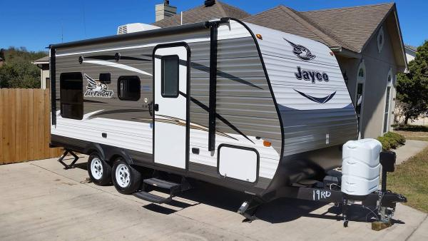 2016 Jayco Jay Flight 19RD (awning closed)