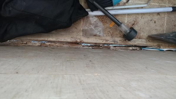 Inside rear of 21J floorboard. Separation.